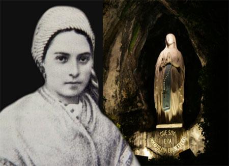 Sainte Bernadette - La statue de la Saint Vierge dans la grotte ou apparut la Mère de Dieu. Faites pénitence!