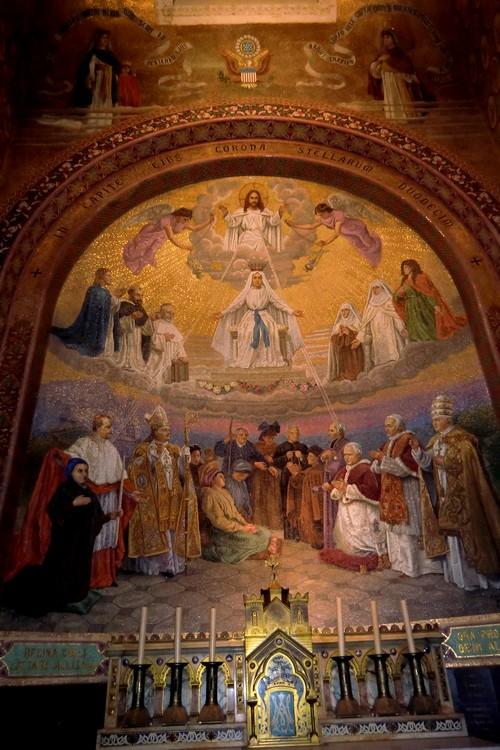 Le Couronnement de la Sainte Vierge (Vème Mystère glorieux) Fruit : Une grande confiance en sa protection