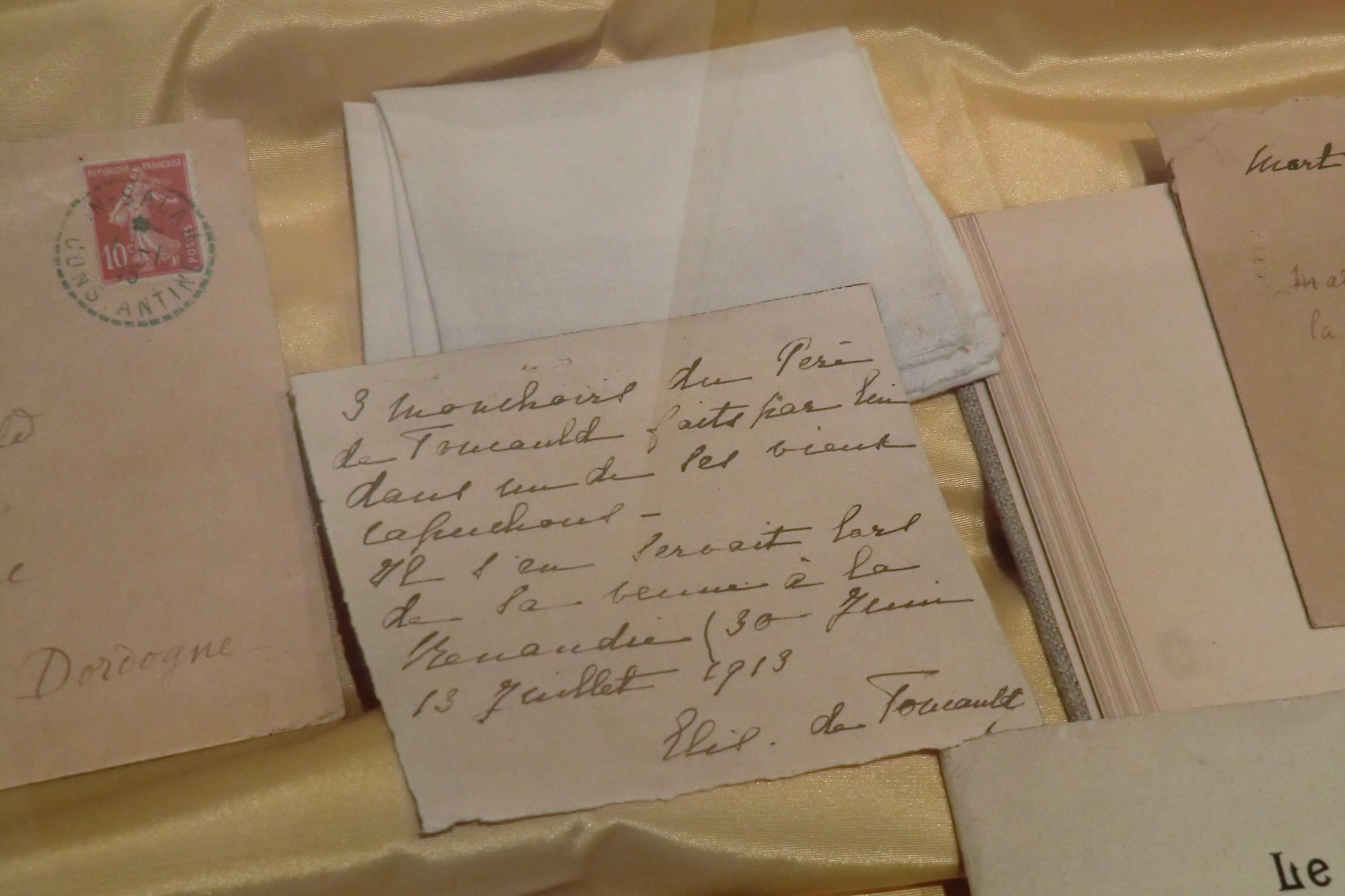 Mouchoirs du Père Charles de Foucauld, faits par lui